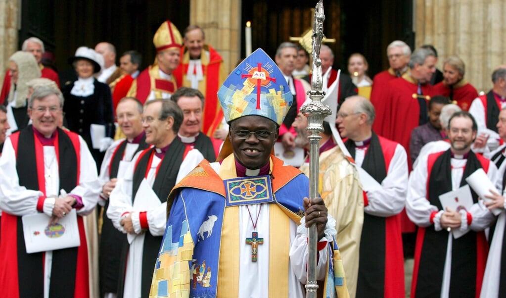 John Sentamu bij zijn inwijding als aartsbisschop van York in 2005. Met Michael Nazir-Ali waren er toen twee bisschoppen uit een etnische minderheid. Nazir-Ali trad in 2009 af, Sentamu in 2020 en toen was er geen één meer.  (beeld epa / Stephen Pond)