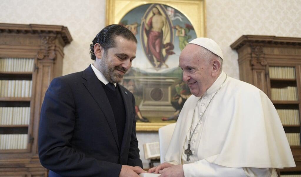 Paus Franciscus ontving donderdag de toekomstige Libanese minister-president Saad Hariri.  (beeld afp / Vatican Media)