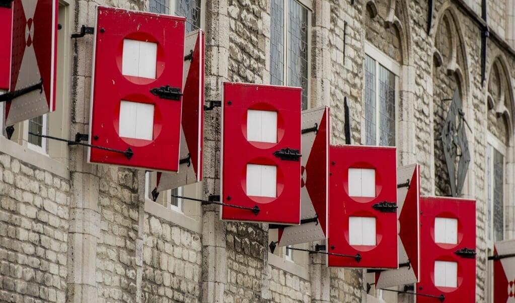 Luiken van het stadhuis van Gouda op de Markt.  (beeld anp / Robin van Lonkhuijsen)