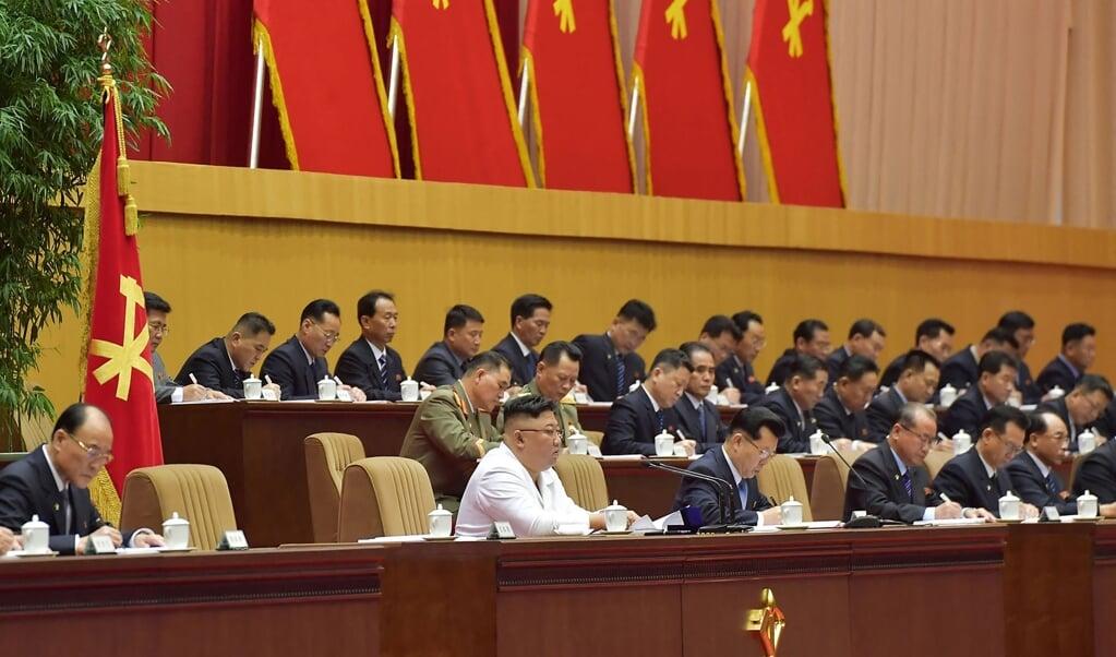Noord-Korea bevindt zich 'in de ergste situatie ooit', zei Kim Jong-un begin deze week tegen 10.000 afgevaardigden van de regerende Arbeiderspartij.  (beeld afp /Kcna)