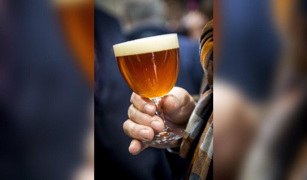 Een Duitse pastoor wil met de verkoop van een eigen biersoort de misgelopen inkomsten van zijn parochie compenseren.  (beeld anp / Lex van Lieshout)