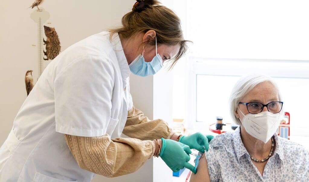 Het RIVM heeft momenteel geen goed zicht op wie er is gevaccineerd en met welk vaccin.  (beeld anp / Sander Koning)