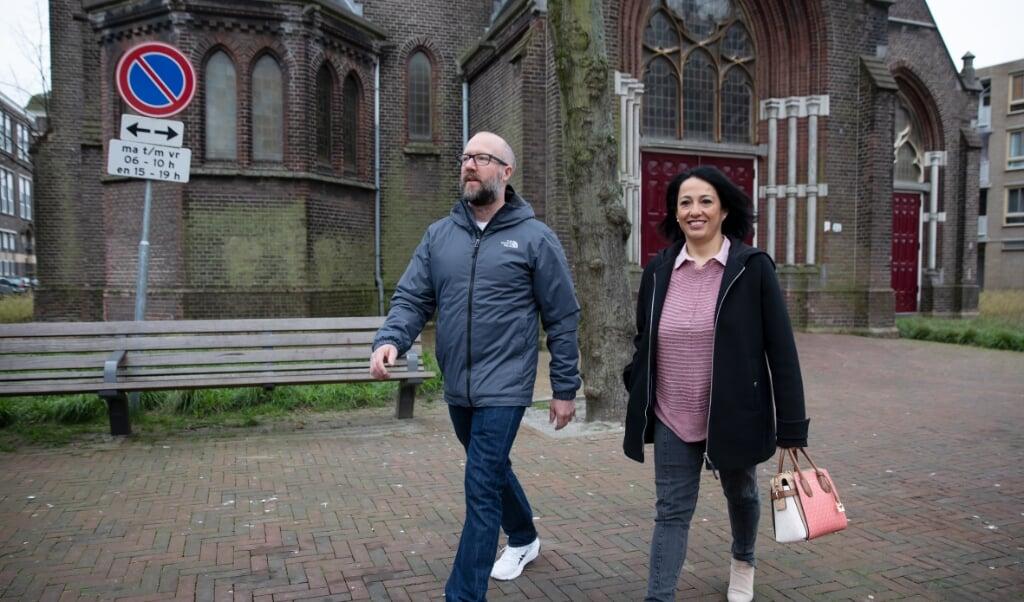 ROTTERDAM - Monica Millroy met man Kyle voor hun kerk aan de Hildegardisstraat in Rotterdam.  Foto Bas Czerwinski  (beeld Bas Czerwinski)