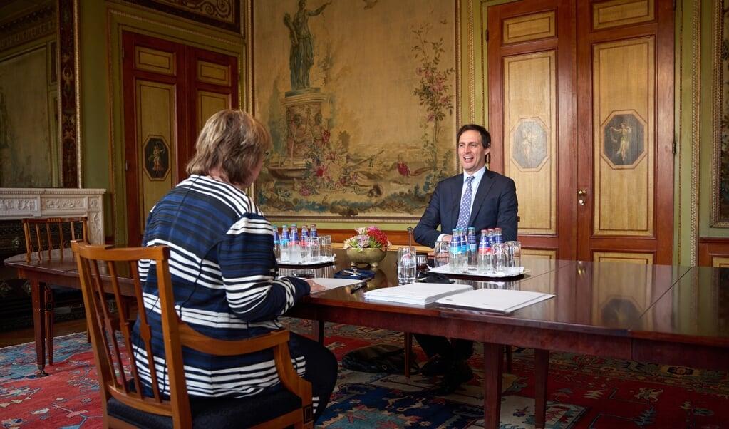 Informateur Mariëtte Hamer ontvangt fractievoorzitter Wopke Hoekstra (CDA).  (beeld anp / Phil Nijhuis)