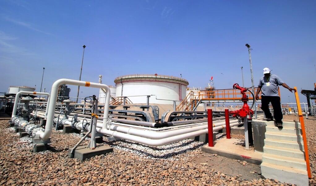 Gasveld in Koeweit. Het land beschikt over grote hoeveelheden makkelijk te winnen gas- en olievoorraden.  (beeld epa / Haider al-Assadee)