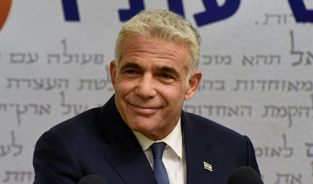 Oppositieleider Yair Lapid zegt dat er nog veel obstakels zijn op de weg naar een nieuwe regering. Maar hij hoopt op 'een nieuw tijdperk' binnen een week.  (beeld Epa/Debbie Hill / Pool)