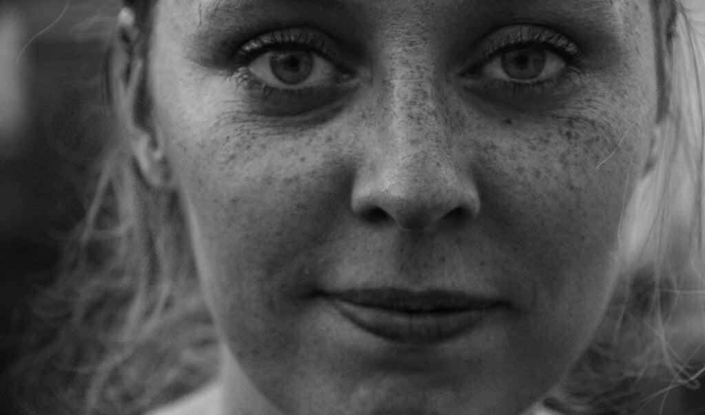 Nannette Poortinga: 'Bij mijn eerste miskraam hield ik mezelf voor dat ik moest proberen het niet te erg te vinden.'   (beeld Fiona Kelatow)