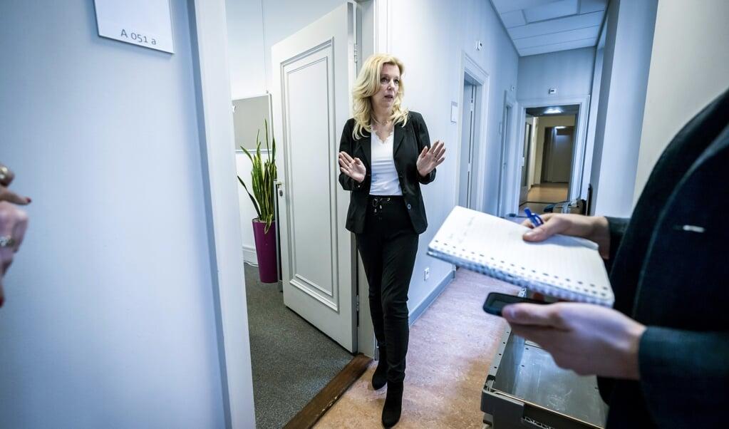 Liane den Haan bij haar werkkamer, nadat zij bekend heeft gemaakt 50Plus te verlaten.  (beeld anp / Remko de Waal)