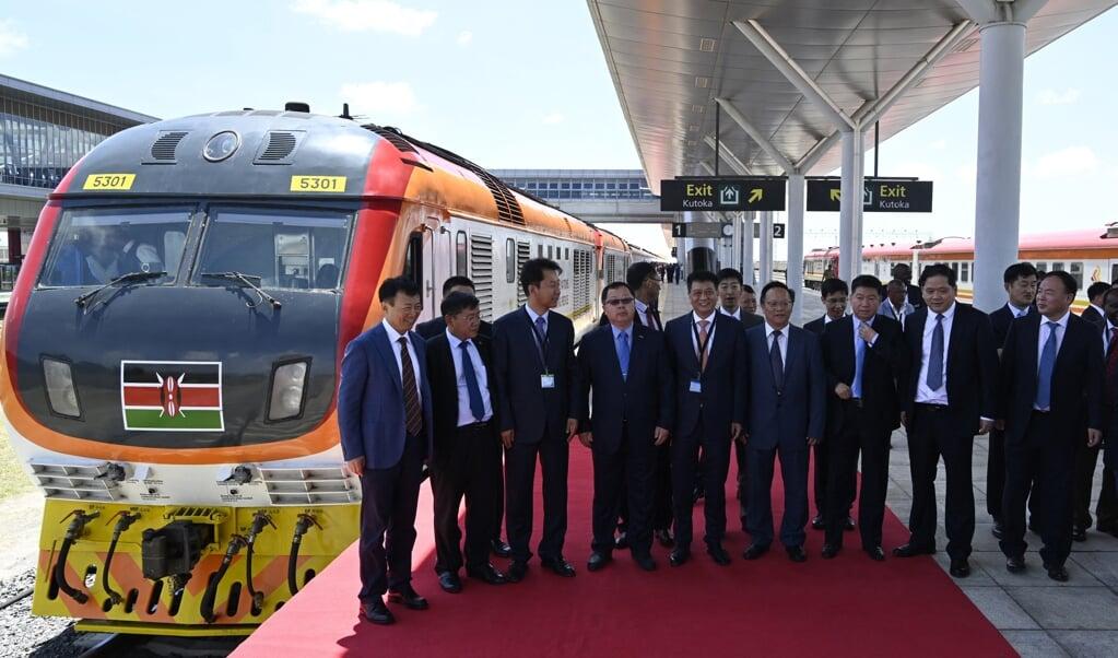 In oktober 2019 ging de door China aangelegde SGR spoorlijn in Kenia van start. Maar het contract ervoor blijkt wat geheime clausules te bevatten die China veel macht geven – zoals in veel BRI-akkoorden.   (beeld afp / Simon Maina)