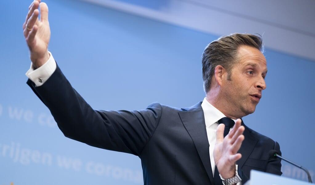 Demissionair premier Mark Rutte en demissionair minister Hugo de Jonge (Volksgezondheid, Welzijn en Sport) geven een toelichting op de coronamaatregelen in Nederland.  (beeld anp / Bart Maat)