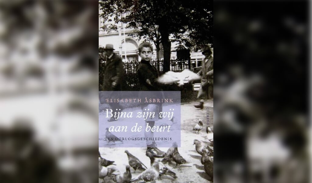 Het boek Bijna zijn wij aan de beurt van de Zweedse schrijfster en journalist Elisabeth Asbrink.  (beeld nd)