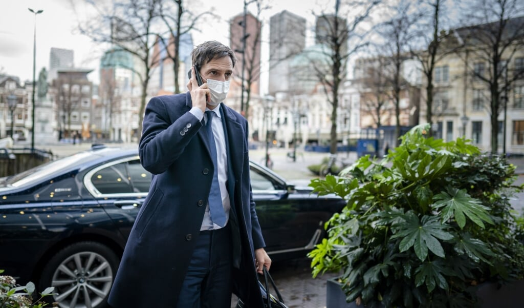 Demissionair minister Wopke Hoekstra van Financiën voorafgaand aan een Tweede Kamerdebat over het coronasteunpakket.   (beeld anp / Bart Maat)