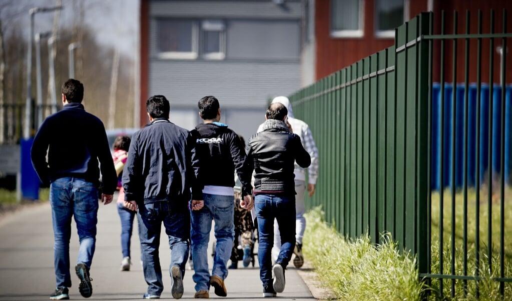 Vooral in de omgeving van het asielzoekerscentrum in Ter Apel werden veel mensensmokkelaars aangehouden door de grenspolitie.   (beeld anp / Robin Utrecht)