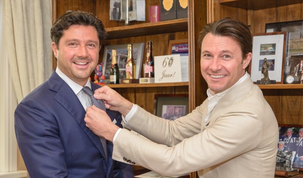 Sander (l.) en Martijn Lusink runnen samen het bedrijf Oger, een keten van luxe herenmodezaken.   (beeld Hans-Lukas Zuurman)
