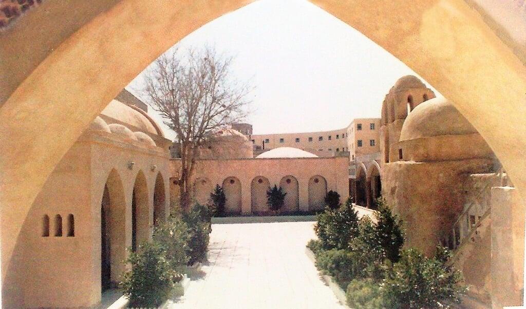 Het koptische klooster van St. Macarius de Grote in de Egyptische oase Fayoum.  (beeld wikipedia)