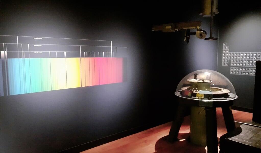 De 'streepjescode' van de zon (kleurenspectrum) met de zonnespectograaf.  (beeld Margaretha Coornstra)