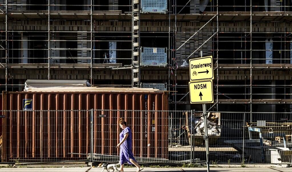 Een bouwproject in Buiksloterham in Amsterdam-Noord. In 2019 voorspelde het CBS dat de hoofdstad groeit naar een miljoen inwoners in 2035.  (beeld anp / Remko de Waal)