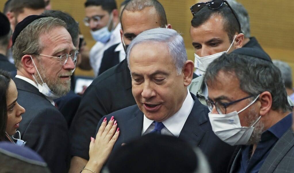 Het vertrek van Netanyahu is nog nooit zo dichtbij geweest, en als hij daadwerkelijk naar de oppositiebankjes verdwijnt, is dat een historisch moment.  (beeld afp / Ronen Zvulun)