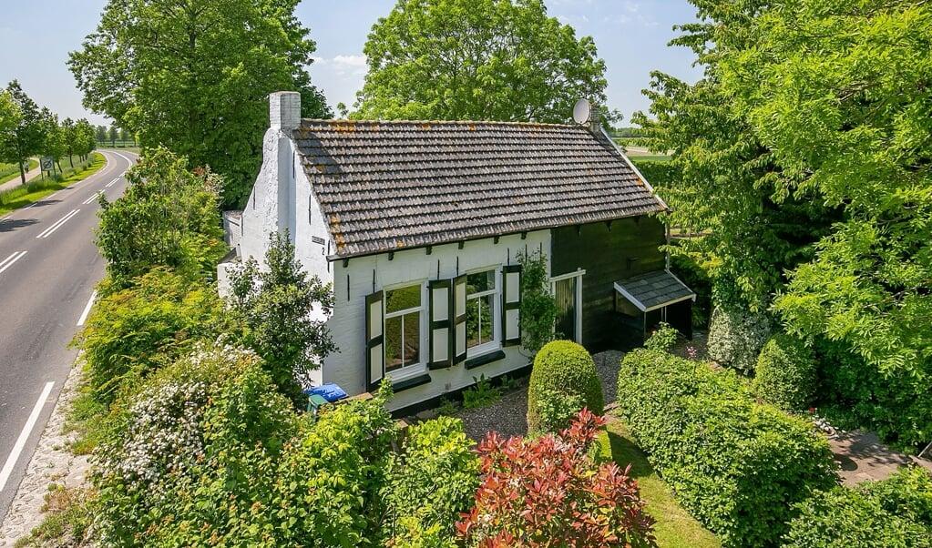 Op huizenverkoopsite Funda speuren we naar de meest excentrieke panden. Vandaag: een vrijstaand huis in Nisse, dat nog betaalbaar is.  (beeld Van den Ouden Makelaars)