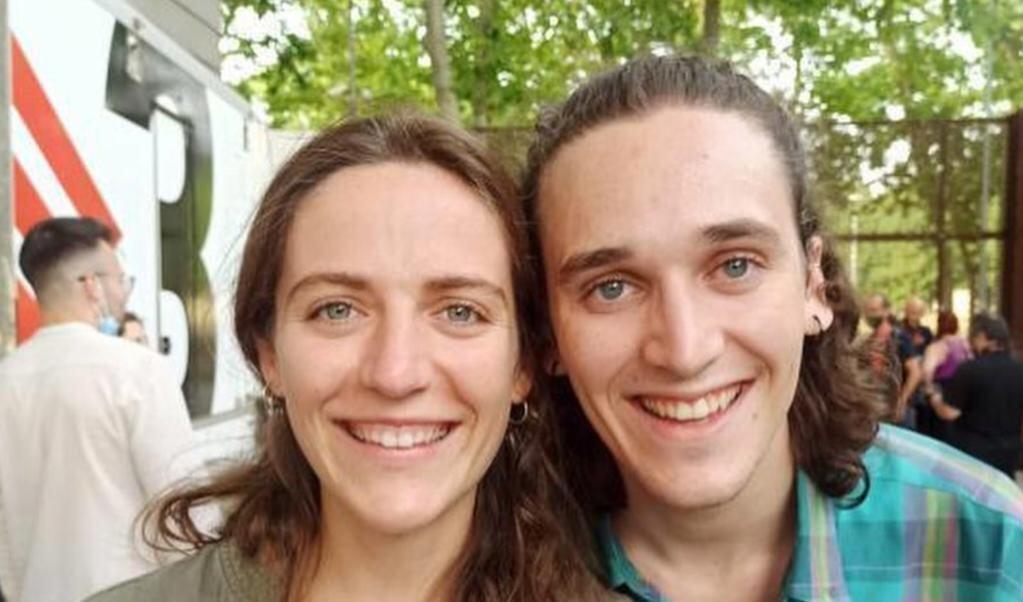 Broer en zus? Of toch twee geliefden? Het is moeilijk te zien.  (beeld instagram)