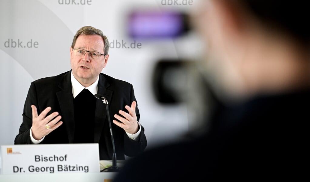 De voorzitter van de Duitse rooms-katholieke bisschoppenconferentie, bisschop Georg Bätzing.  (beeld epa / Sascha Steinbach)
