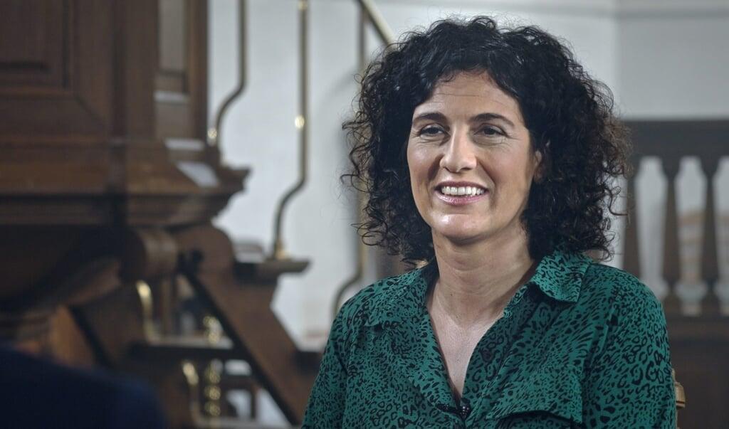 EO-presentator Margje Fikse voert de gesprekken in de interviewserie 'Uitgepreekt'.  (beeld eo)