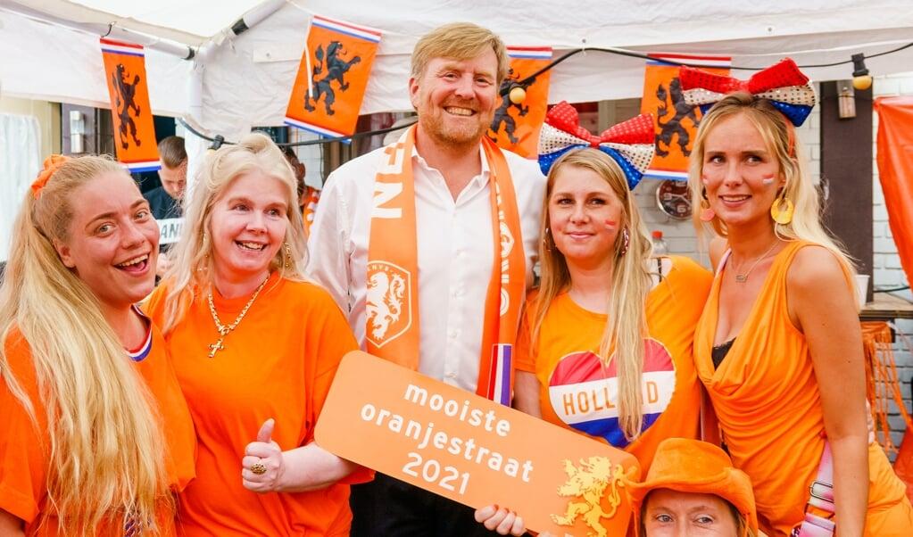 In onze ontzuilde, geseculariseerde en pluralistische samenleving is sport een van de weinige dingen die Nederlanders nog samenbrengen.  (beeld anp / Royal Images Marco de Swart)