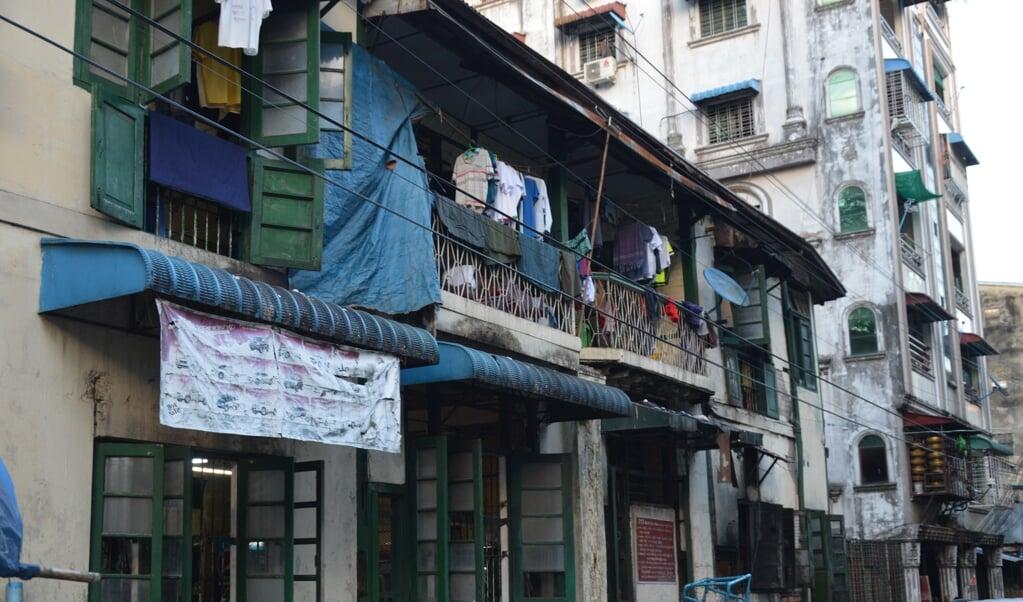 De vroegere hoofdstad Yangon kent veel armoede.   (beeld Wilma van der Maten)