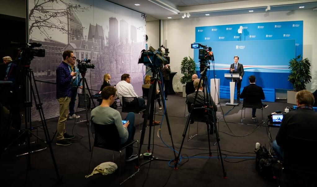 Journalisten tijdens de persconferentie van Mark Rutte.  (beeld anp / Bart Maat)