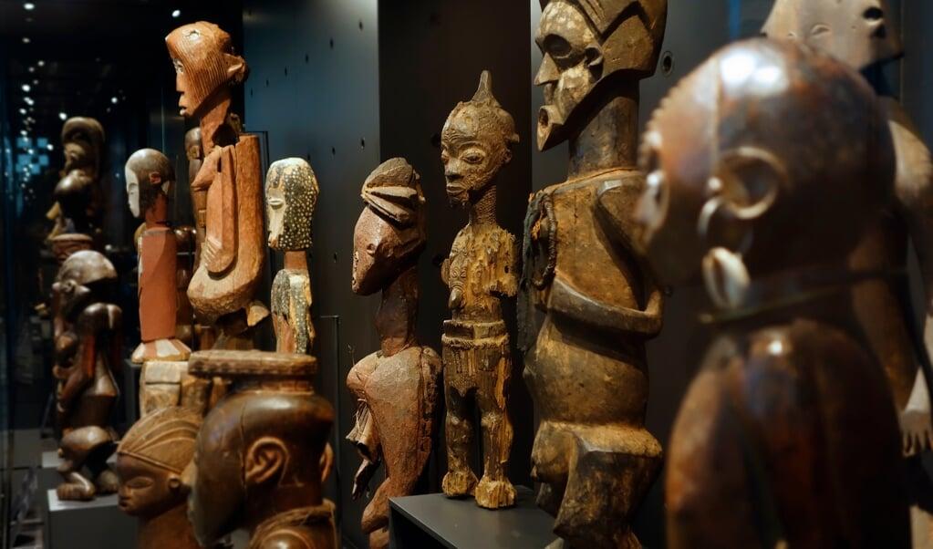 Congolese kunstvoorwerpen in het AfricaMuseum in België. Onduidelijk is of ze rechtmatig verkregen zijn.  (beeld getty)