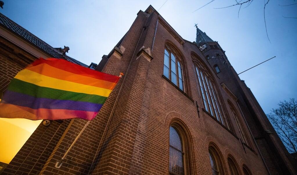 Regenboogvlag in Amsterdam.   (beeld anp / Jeroen Jumelet)