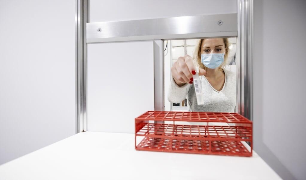 Het test- en vaccinatiecentrum bij TT Circuit Assen.  (beeld anp / Robin van Lonkhuijsen)
