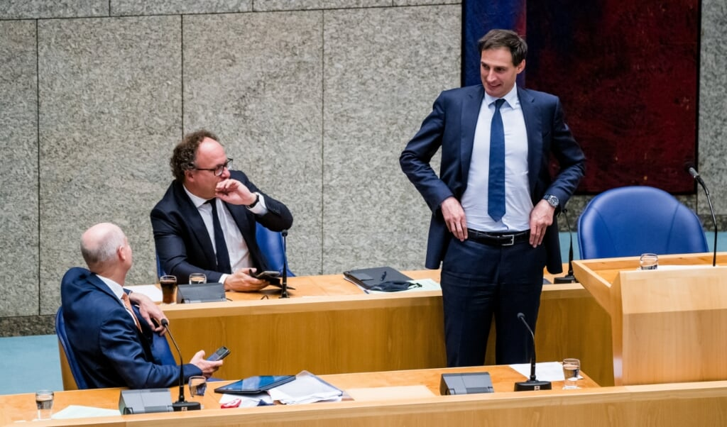 De demissionaire ministers Blok, Koolmees en Hoekstra (vlnr) tijdens een debat over het steunpakket.  (beeld anp / Bart Maat)