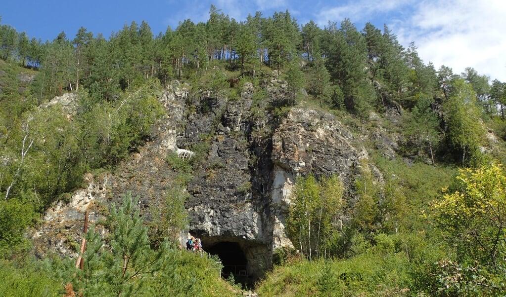 De grot waar de fossielen zijn gevonden  (beeld Richard G. Roberts)