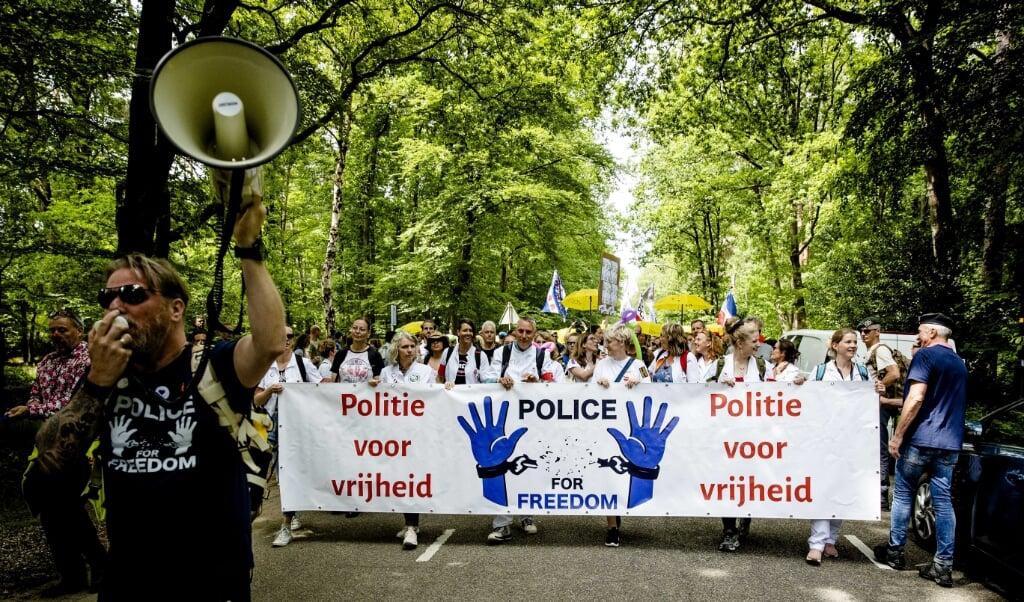 De mars in Apeldoorn trok duizenden mensen.  (beeld anp / Sem van der Wal)