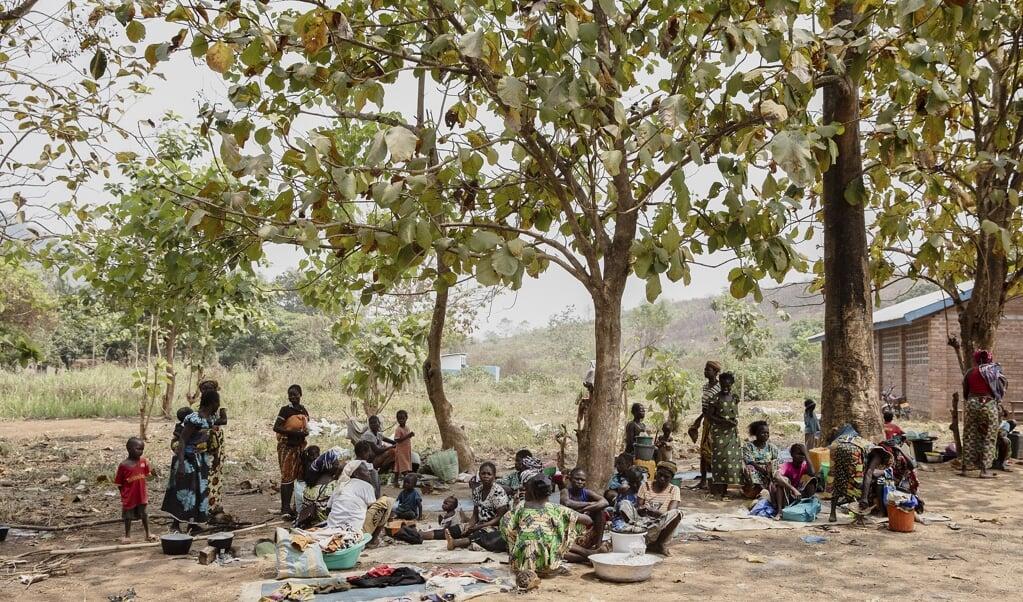 Ruim een kwart miljoen burgers is de afgelopen maanden op de vlucht geslagen voor het  geweld in de Centraal Afrikaanse Republiek  (beeld Epa/Adrienne Surprenant)