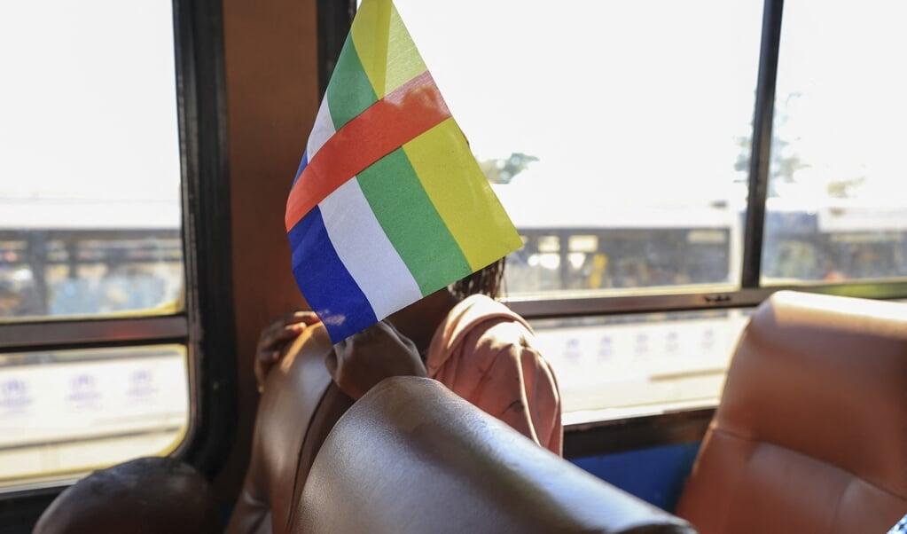 De vlag van de Centraal-Afrikaanse Republiek.  (beeld afp)