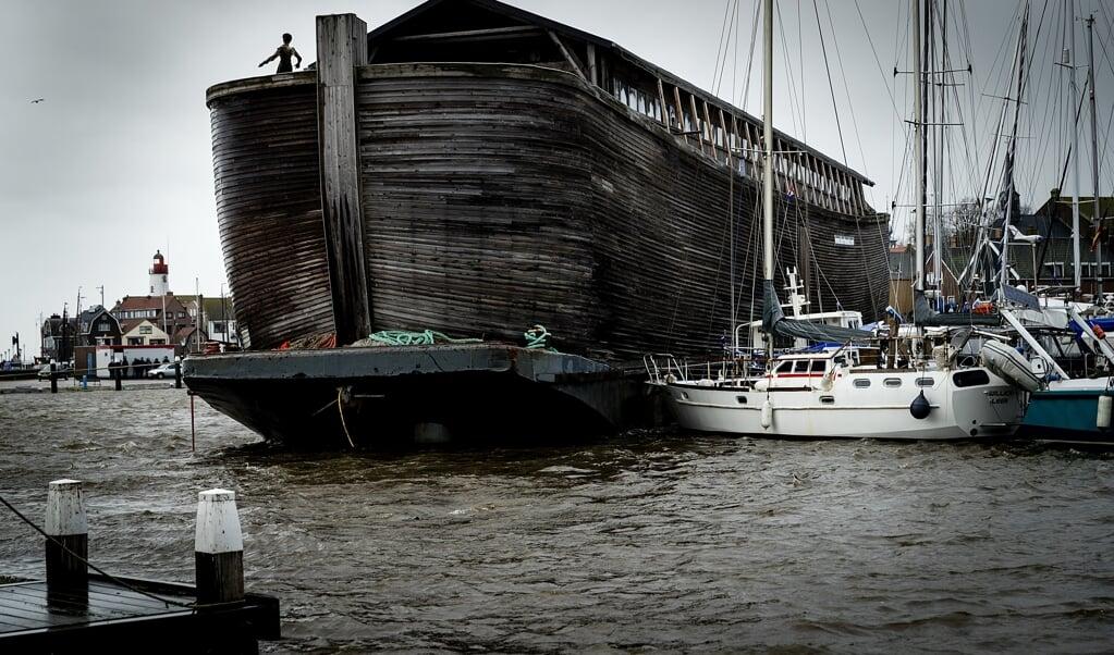Museumboot De VerhalenArk van Noach in Urk.  (beeld anp / Robin van Lonkhuijsen)