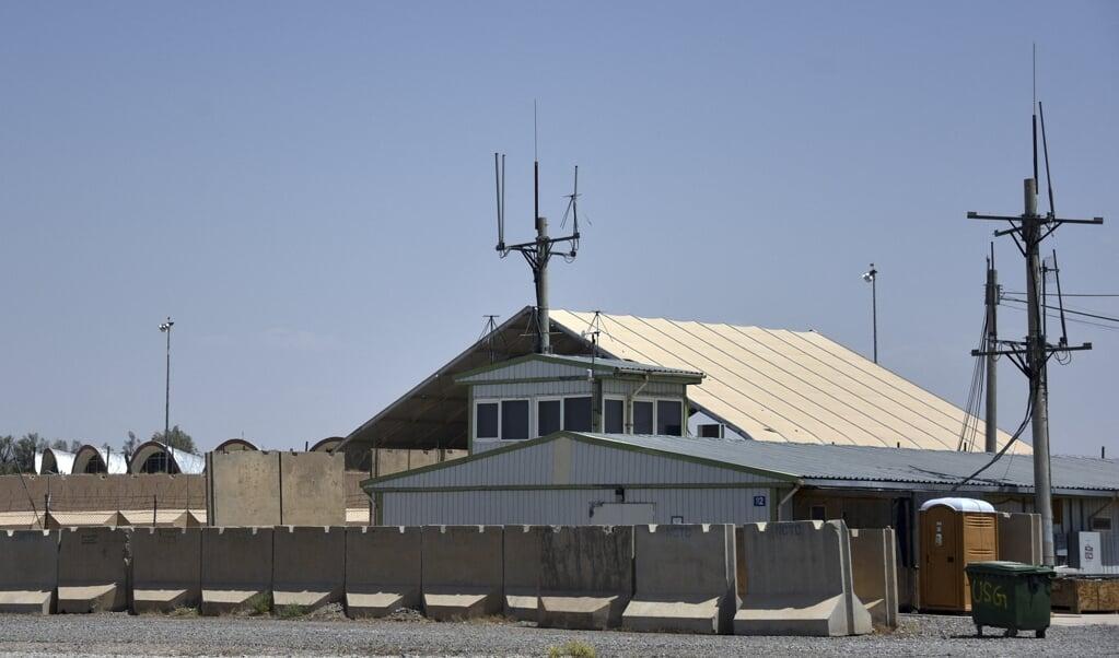 Op de Amerikaanse basis op het vliegveld van Kandahar is de vlag al gestreken.  (beeld afp / Javed Tanveer)