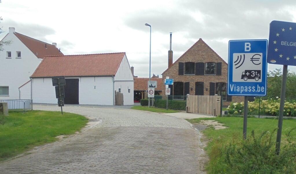 De Belgische weerzin tegen regelgeving van de centrale overheid is af te lezen aan de inrichting van het landschap.  (beeld wikimedia commons)