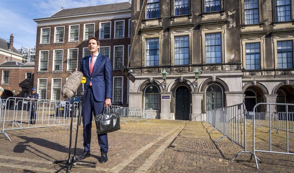 Wopke Hoekstra op het Binnenhof. Nadat hij het stokje had overgenomen van Hugo de Jonge als lijsttrekker kwamen de grote geldschieters over de brug.  (beeld anp / Lex van Lieshout)