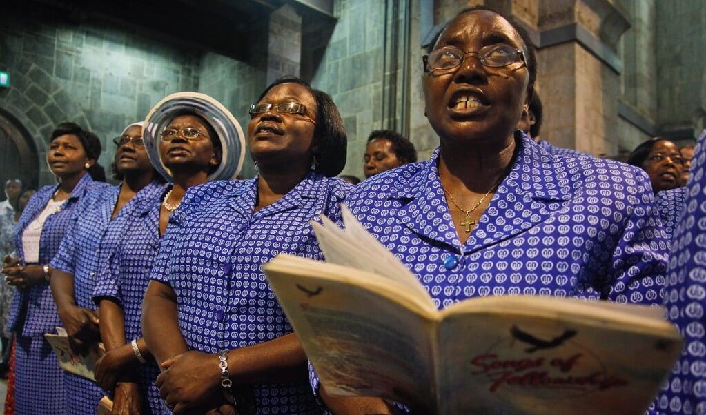 Een kerkdienst in de Anglicaanse kerk van Nairobi in 2013.   (beeld Epa/daniel Irungu)