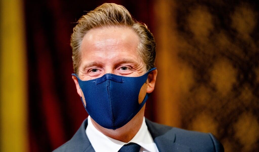Minister De Jonge wil mondkapjes niet langer verplicht stellen.  (beeld anp / Bart Maat)