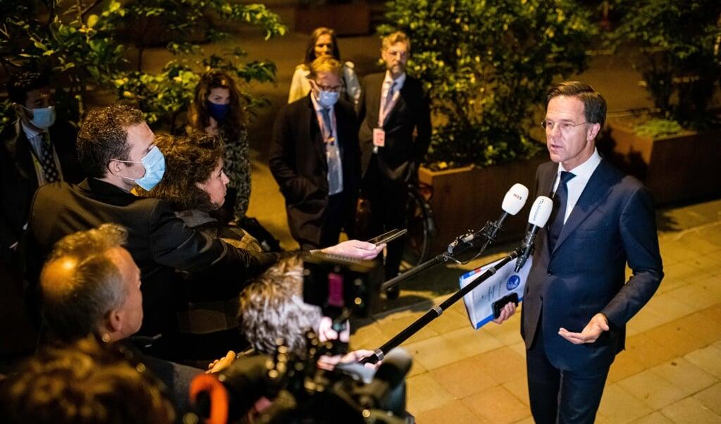 'Dat ga ik niet meemaken'. Premier Rutte is een van de Europese regeringsleiders die weigeren Putin te ontmoeten.  (beeld anp / Jonas Roosens)