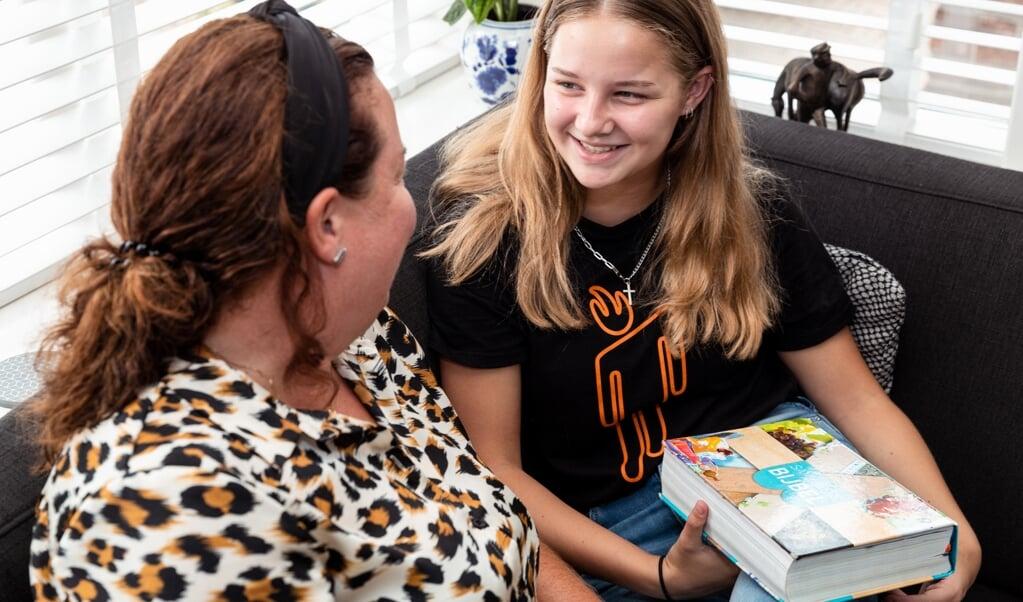 Stel open vragen aan je kind na het lezen van een bijbelverhaal, zegt kindertheoloog Maartien Hutter.  (beeld Carla Manten)