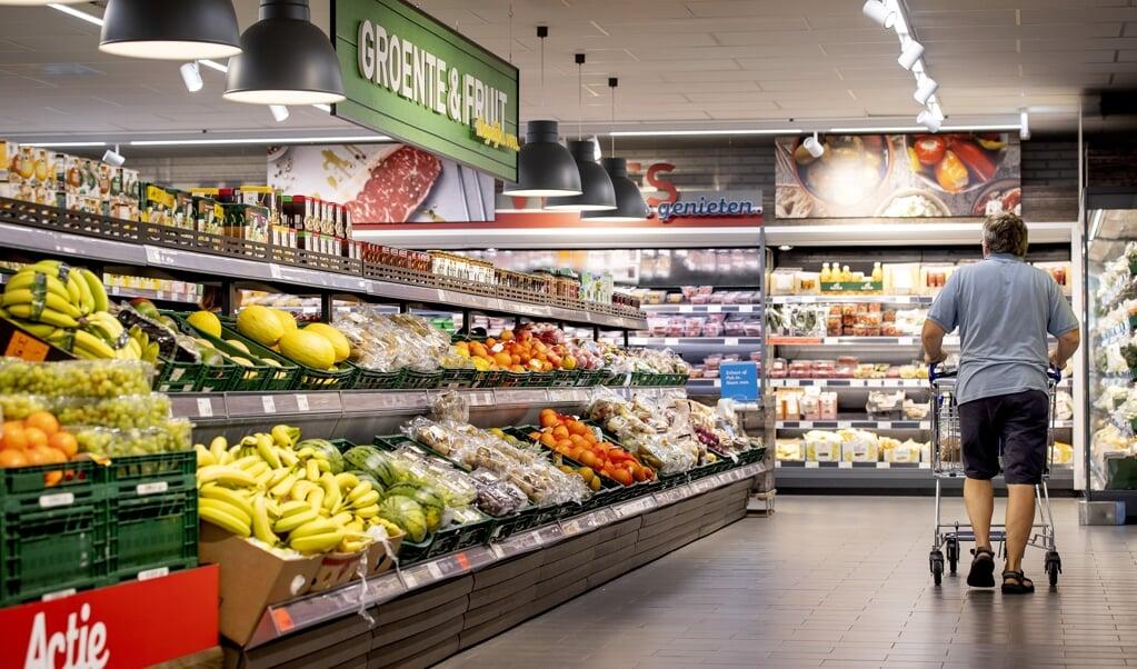 Dat de inflatie sneller gaat, zal de consument merken in zijn portemonnee.  (beeld anp / Koen van Weel)