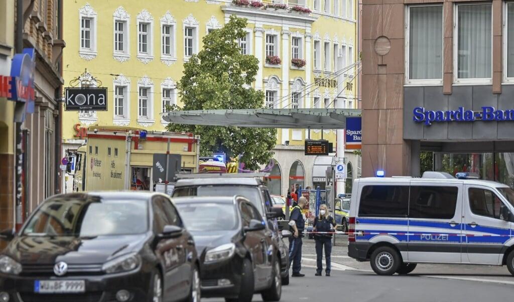 Hulpdiensten trokken massaal uit naar het centrum van Würzburg.  (beeld afp / news5)