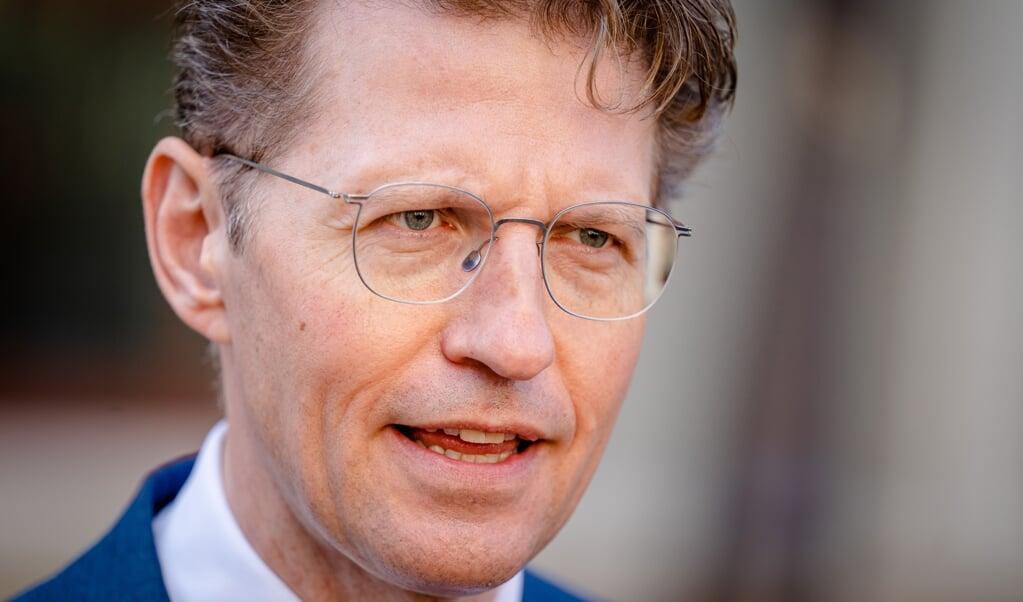 Minister Sander Dekker: 'Wat zeg je tegen kinderen over twintig jaar als ze wel volgens de regels zijn geadopteerd, maar tegen de wil van hun biologische ouders?'  (beeld anp / Bart Maat)