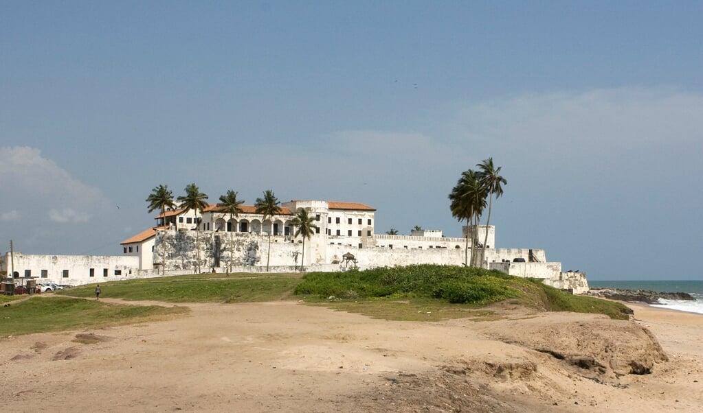Fort Elmina in Ghana, vanaf 1637 een spil in de Nederlandse slavenhandel.  (beeld wikimedia)