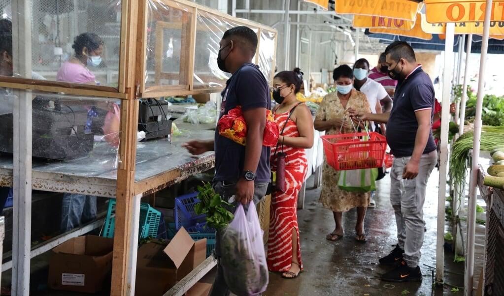 Suriname zucht onder de coronapandemie, die de toch al wankele economie verder aantast.  (beeld anp / Ranu Abhelakh)